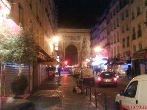 Rue st.Denis avec le fake Arc de Triomphe